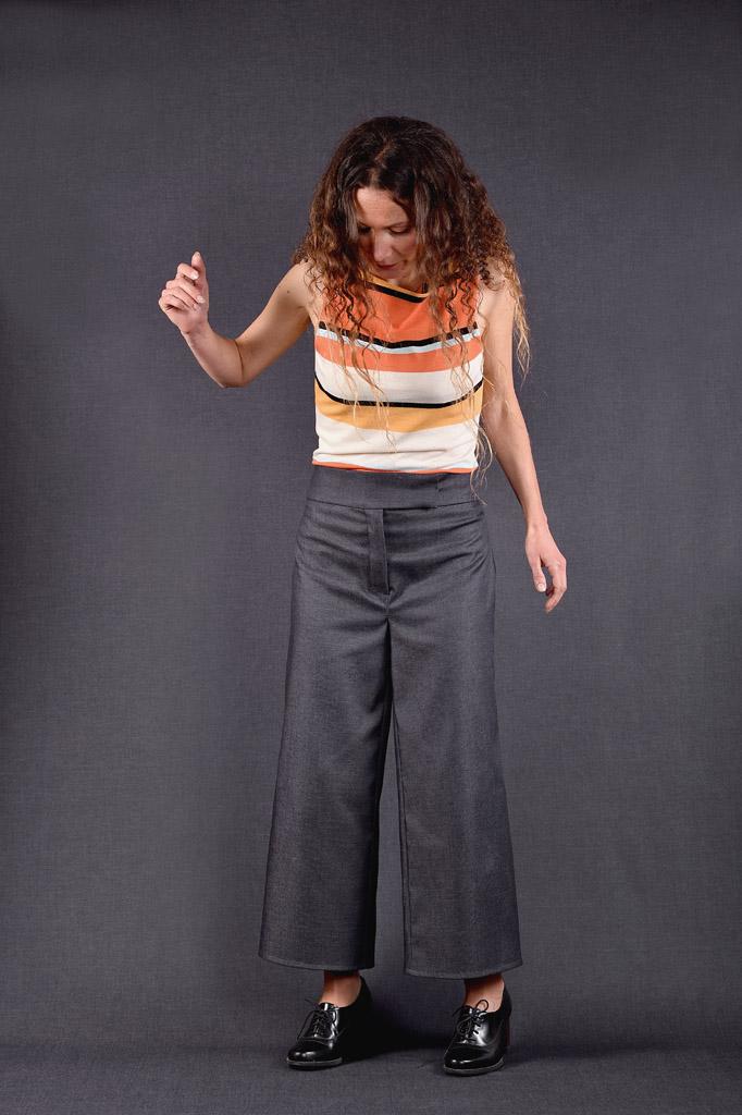 Pantalon On The Floor gris et Shirt Lignée sans manches orange